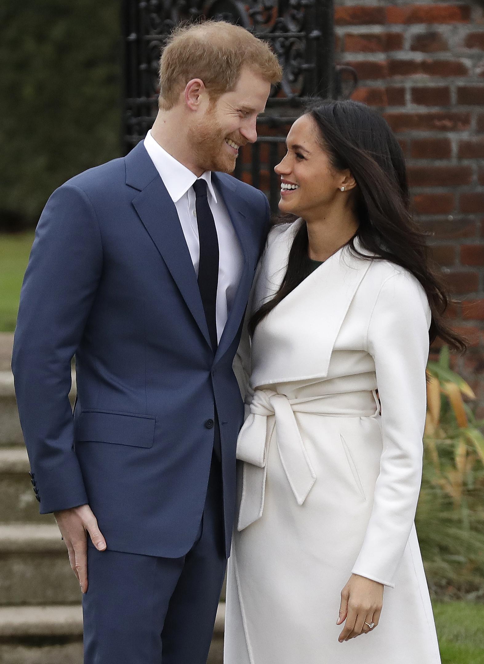 Desde que gritaron su amor a los cuatro vientos, los seguidores de la actriz y de la realeza británica comenzaron a apostar en qué momento oficializarían el compromiso, lo que ocurrió el 27 de noviembre de 2017.  La boda se celebraría en la próxima primavera. (Archivo)