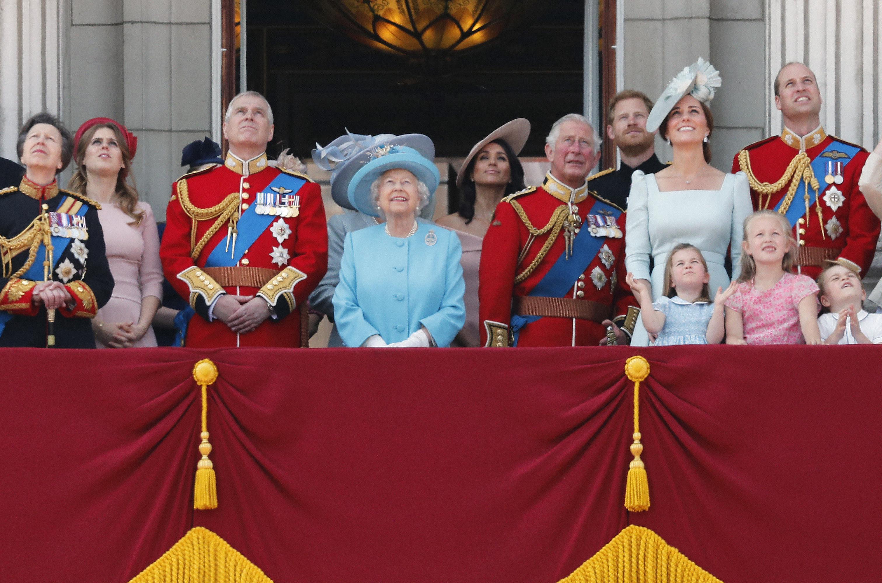 """Elizabeth II comparte con su familia en """"Trooping the Colour"""", un evento que se lleva a cabo en Reino Unido desde 1748 con el propósito de celebrar el cumpleaños """"oficial"""" del monarca y que suele tener lugar el segundo sábado de junio. (Archivo)"""
