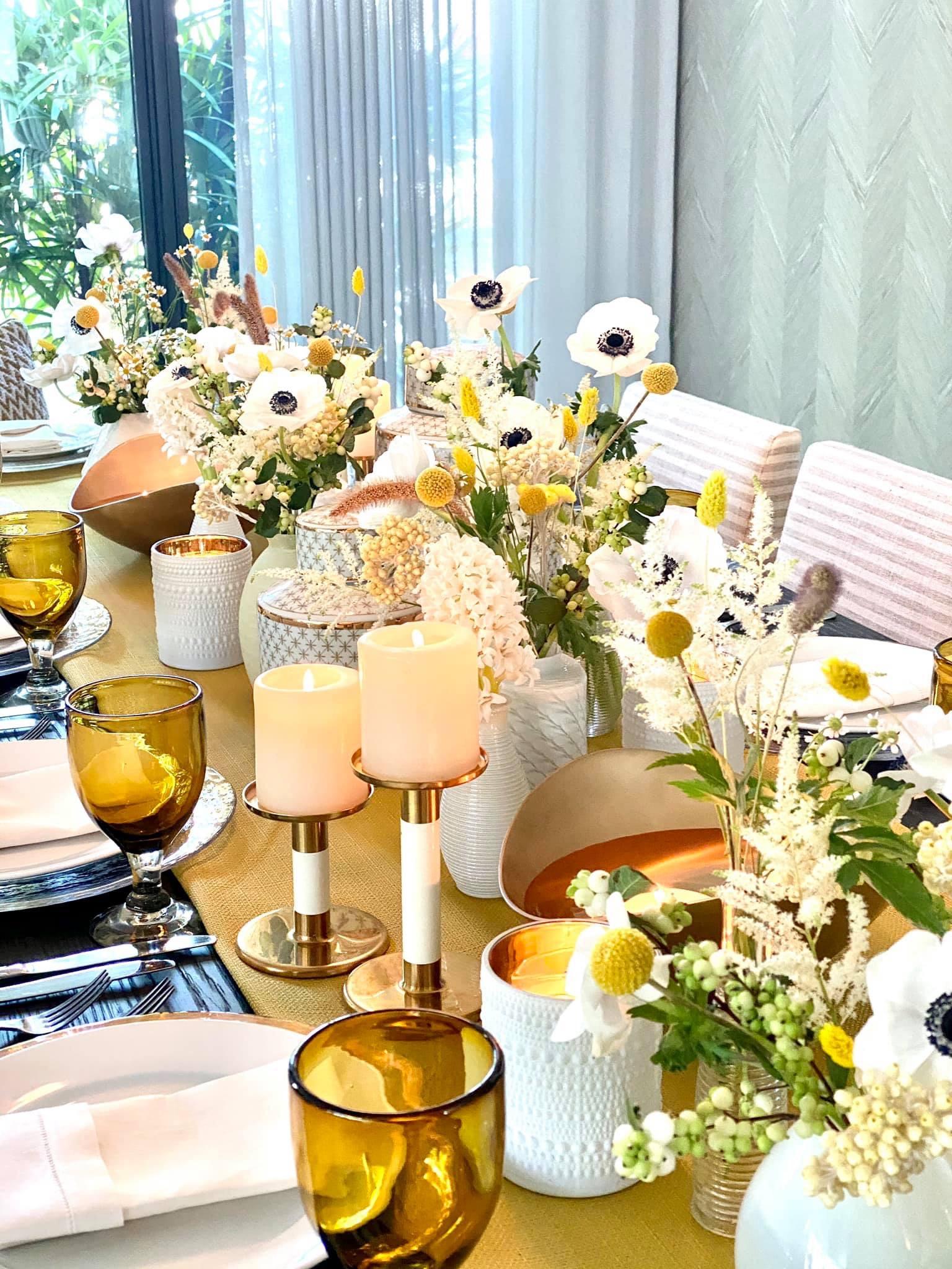 De igual forma, las parejas continúan apostando por las peonías, las anémonas, las escabiosas y las rosas. (Julio Cintrón)