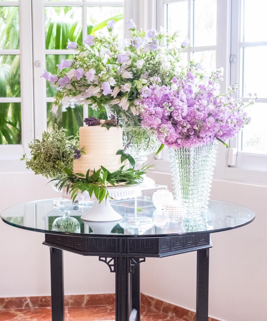 El hecho de que la boda sea en casa no quiere decir que hay que restarle al glamour y buen gusto. (Ishan Robles)