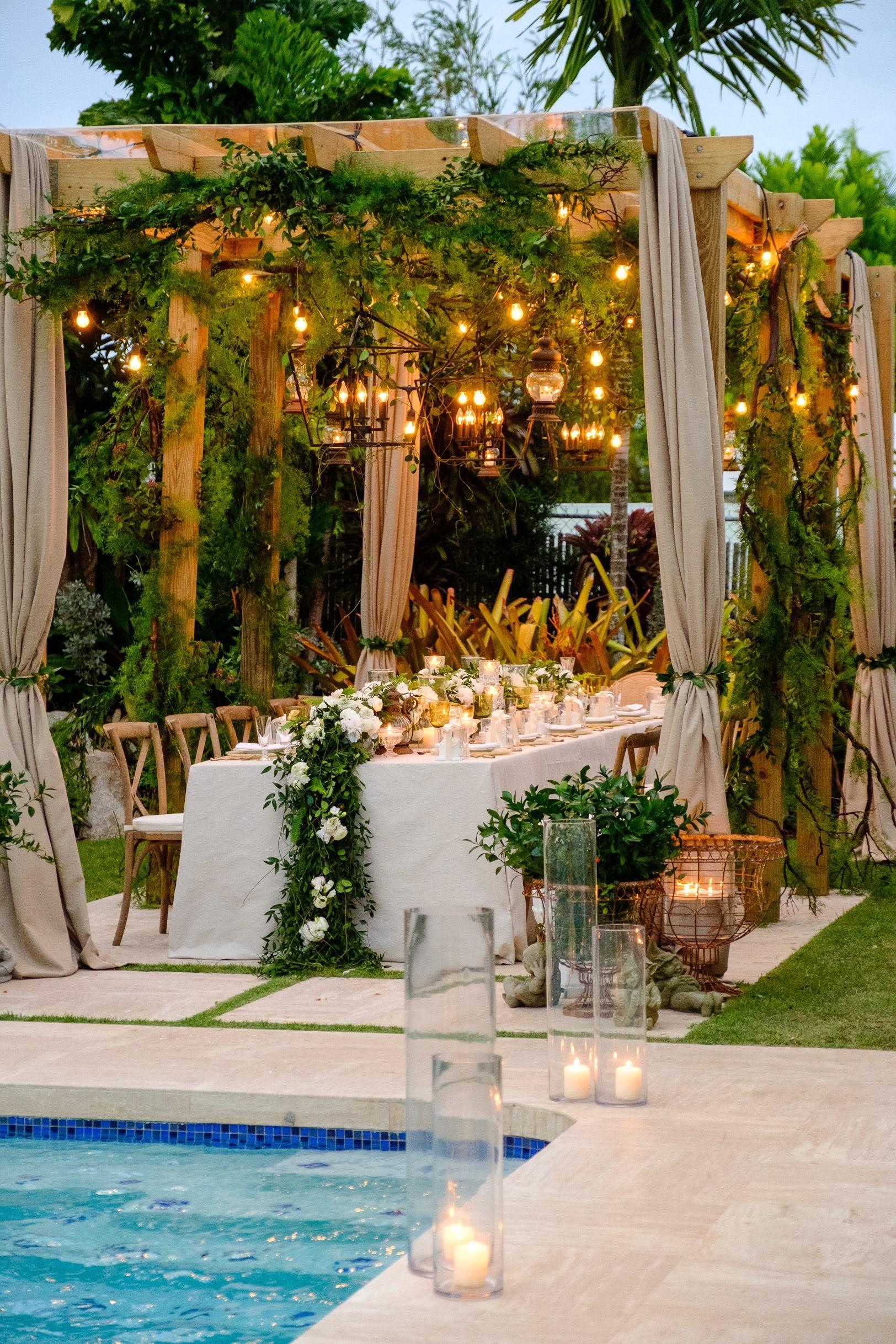 Ceremonia y recepción: Parroquia Stella Maris y residencia en Garden Hills (Wedding Mafia)