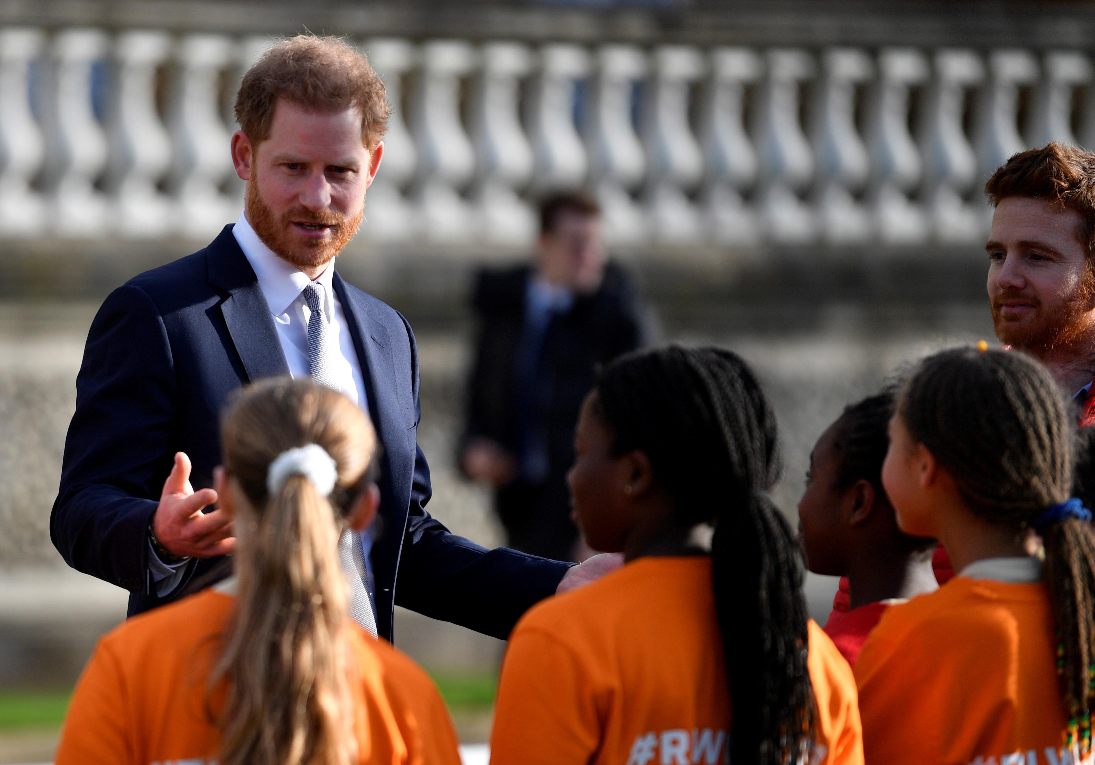 """En enero de 2018 comenzaron los conflictos. Unos comentarios emitidos por el príncipe provocaron malestar en algunos miembros de la familia Markle. Harry dijo su prometida se había acoplado perfectamente a la familia real tras pasar su primera Navidad juntos, pues """"es la familia que Meghan nunca tuvo"""". (Archivo)"""