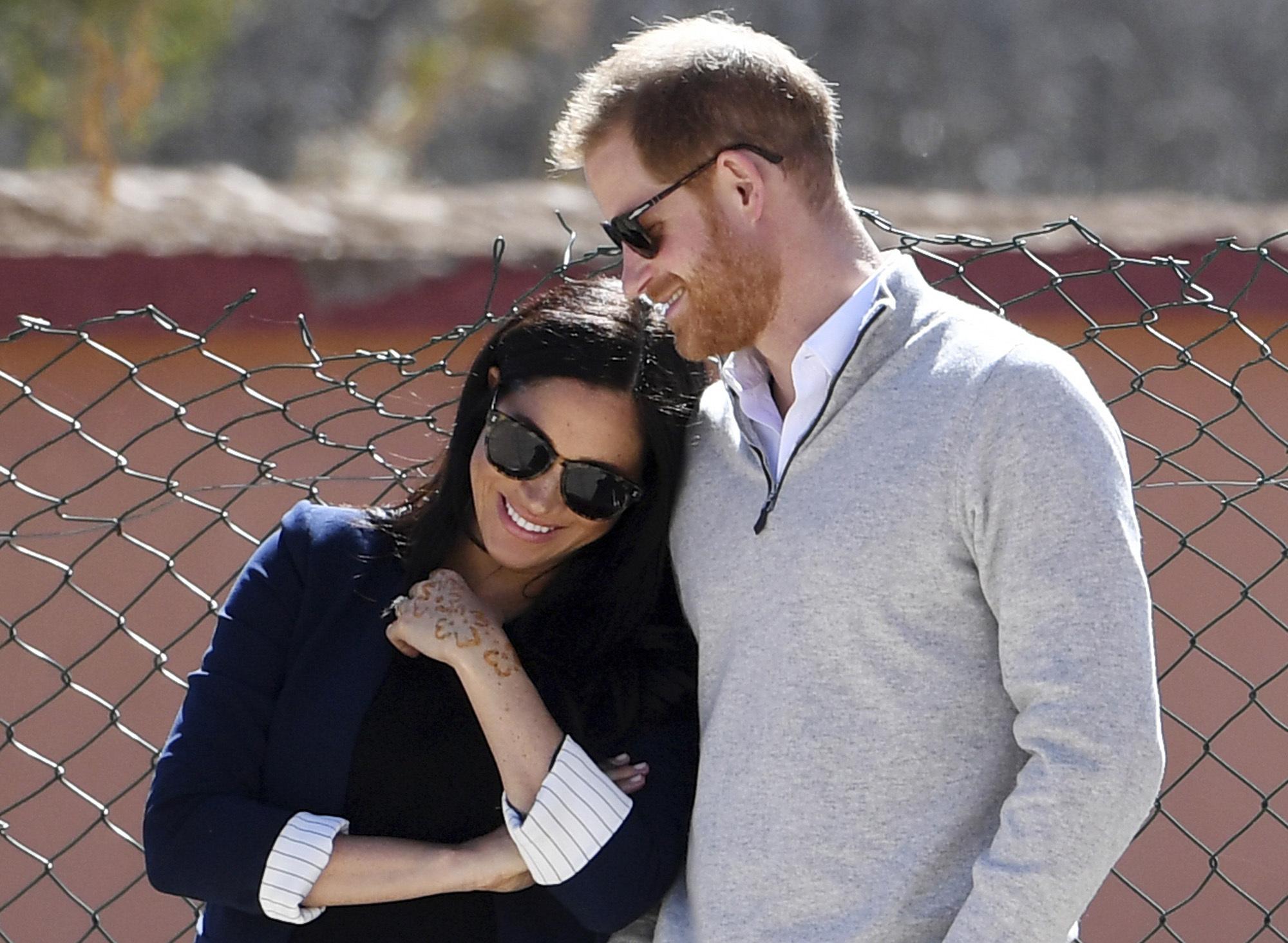 """""""Tener a un varón y ahora a una niña, qué mas puedo pedir. Ahora, tenemos nuestra familia, nos tenemos a nosotros cuatro y nuestros dos perros"""", expresó Harry tras revelar a Oprah el sexo de la bebé que esperan para este verano. (AP)"""