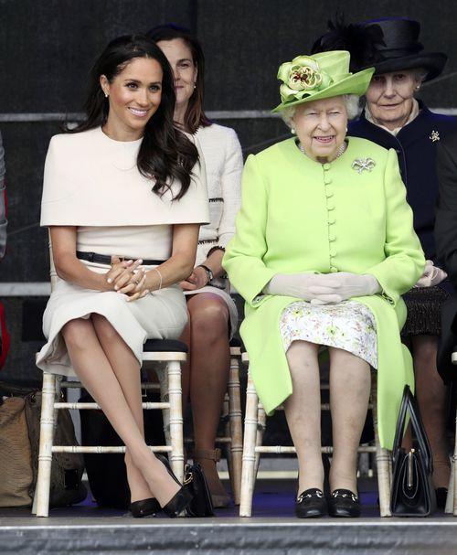 """""""La reina siempre ha sido maravillosa conmigo"""". Meghan señaló que, a pesar de los rumores de que tenía una mala relación con Elizabeth II, ésta siempre ha sido amable con ella y que hasta durante su primer compromiso público juntas (en la foto) la reina le hizo un regalo. (Archivo)"""