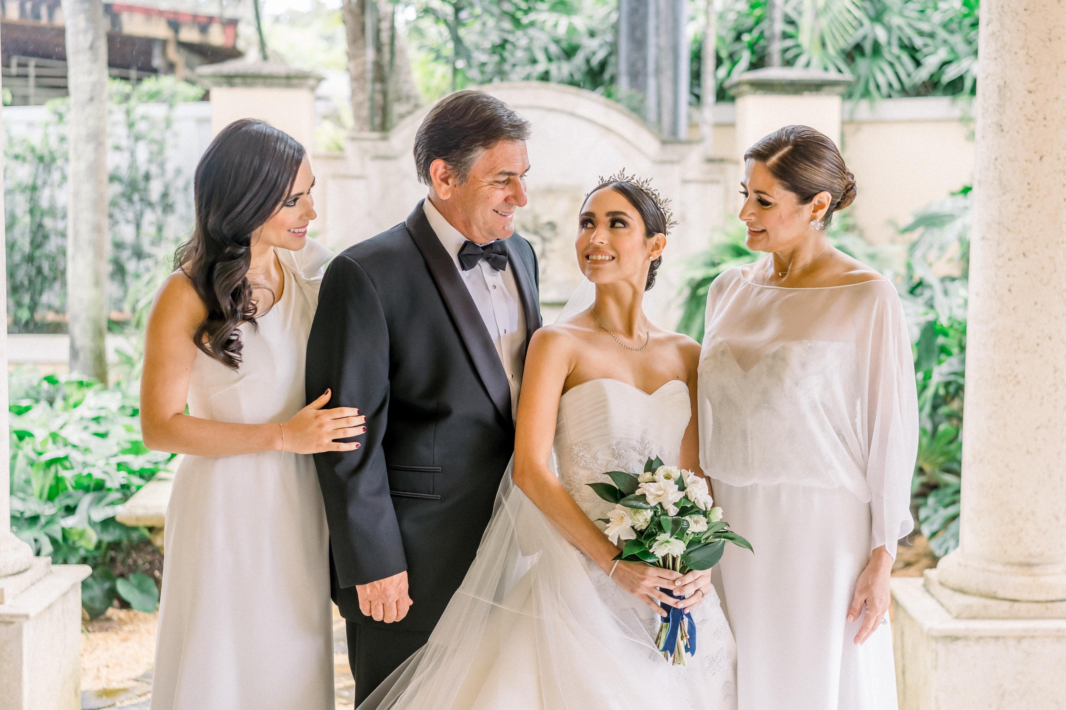 La novia junto a su familia.  (Foto: José Ruiz Photography)