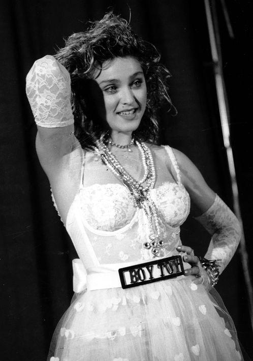 """1984 - El """"bustier"""" combinado con la falda de encaje fue un """"look"""" que la caracterizó en los comienzos de su carrera. (Archivo)"""
