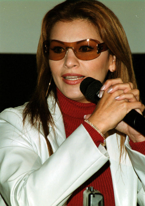 En el 2000 hizo su primer cambio radical al cambiar el tono de su cabello a rojizo. (Foto: Archivo)