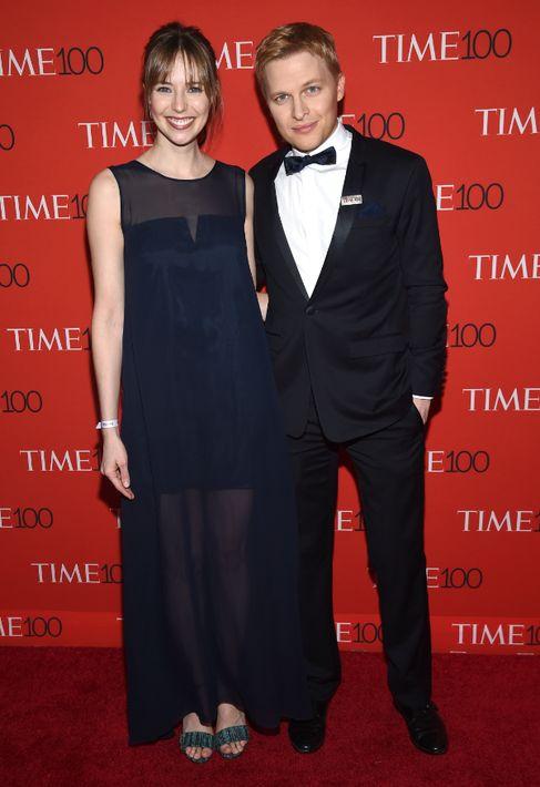Emily Nestor y Ronan Farrow. (Foto: AP)