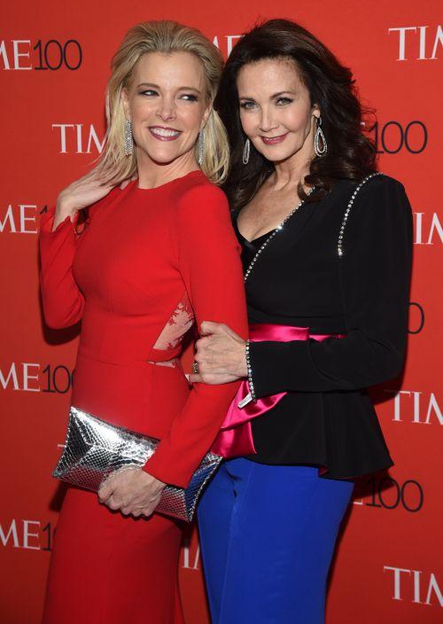 Megyn Kelly y Lynda Carter. (AP)