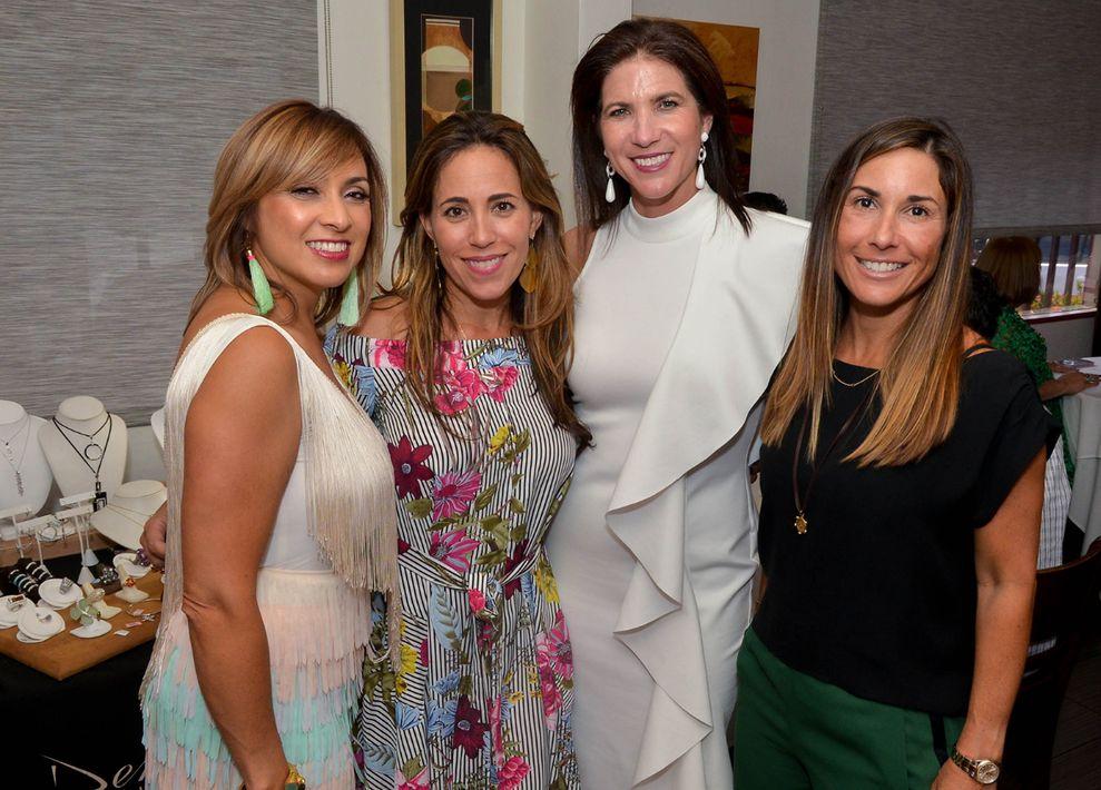 Erika Vélez, Jackie Cardona, Michelle Fuentes y Conchita Adsuar. (Foto: Enid M. Salgado Mercado)