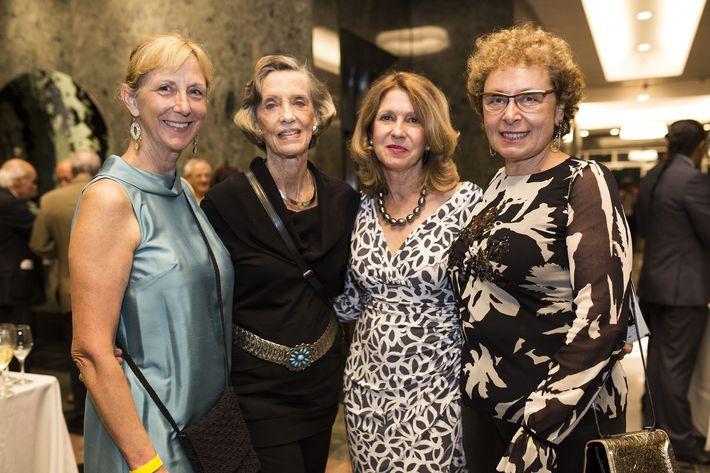 Elizabeth Parker, Kitty Moscoso, Annie McGrath y Galina Borschow. Foto Xavier García.