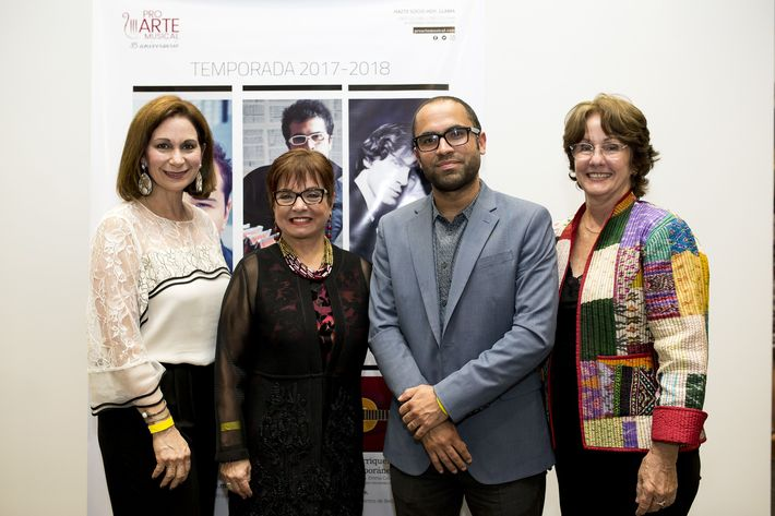 Ingrid Rivera, Mirna Rivera Cardona, Pedro Segarra y Karen Schneck. Foto Xavier García.