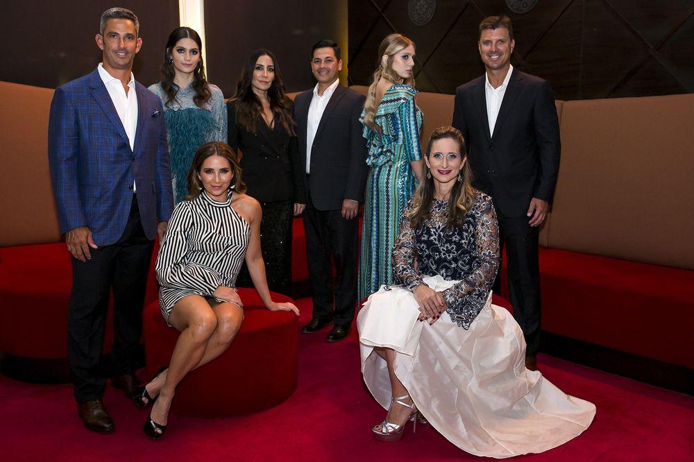 Jorge Posada, Laura Posada, Stella Nolasco, Eduardo Cajina, Annie Mayol y Tino Martínez. (Foto: Xavier García)