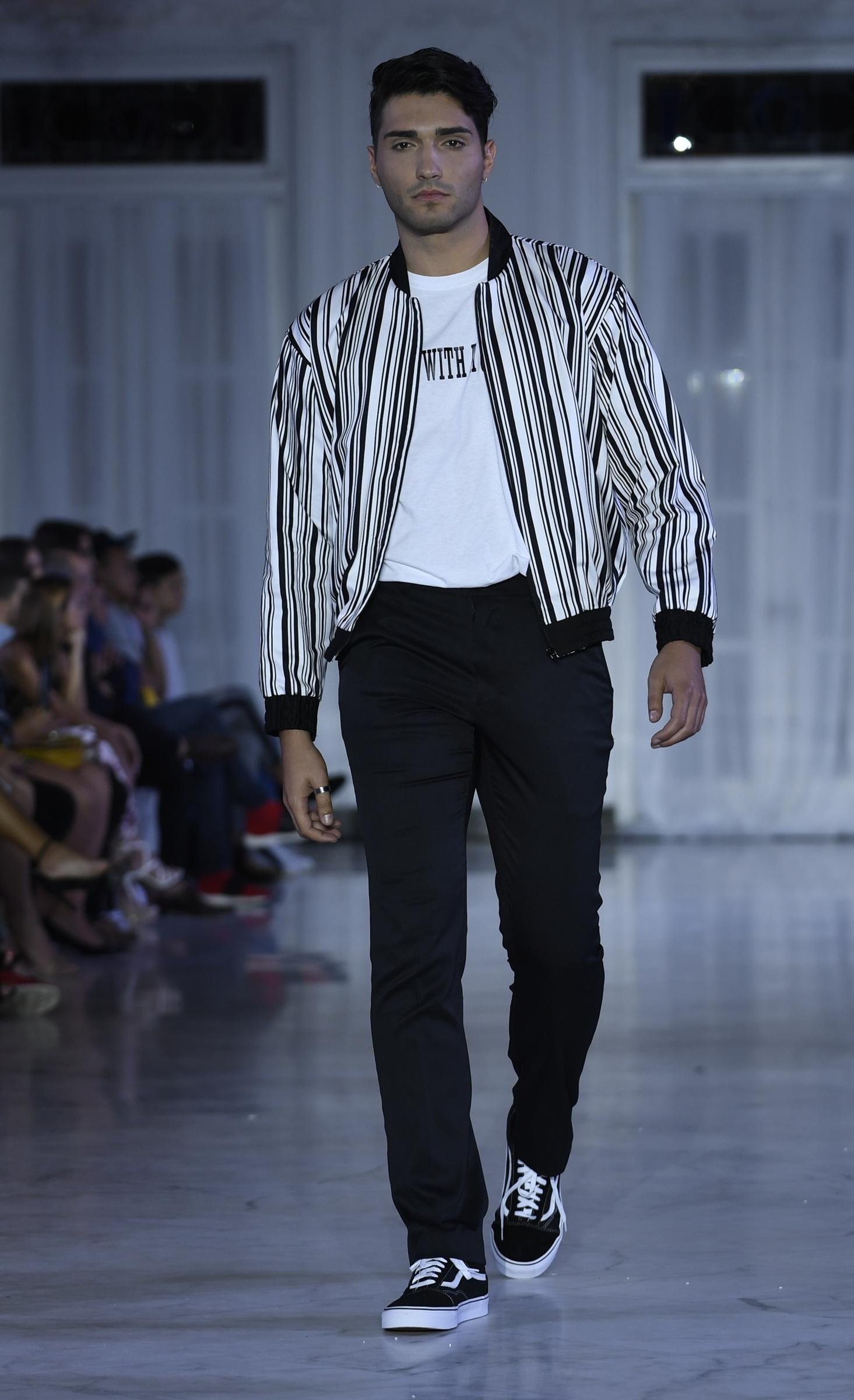 El blanco y negro hizo su aparición con un toque deportivo, en la moda para caballeros de Reynaldo José Flores. Foto Ángel Luis García