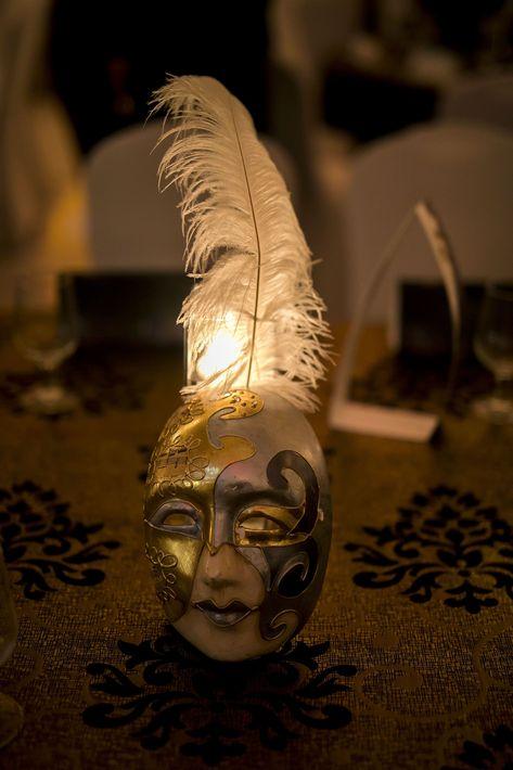La ambientación era por el estilo de un carnaval de máscaras. Foto Xavier García