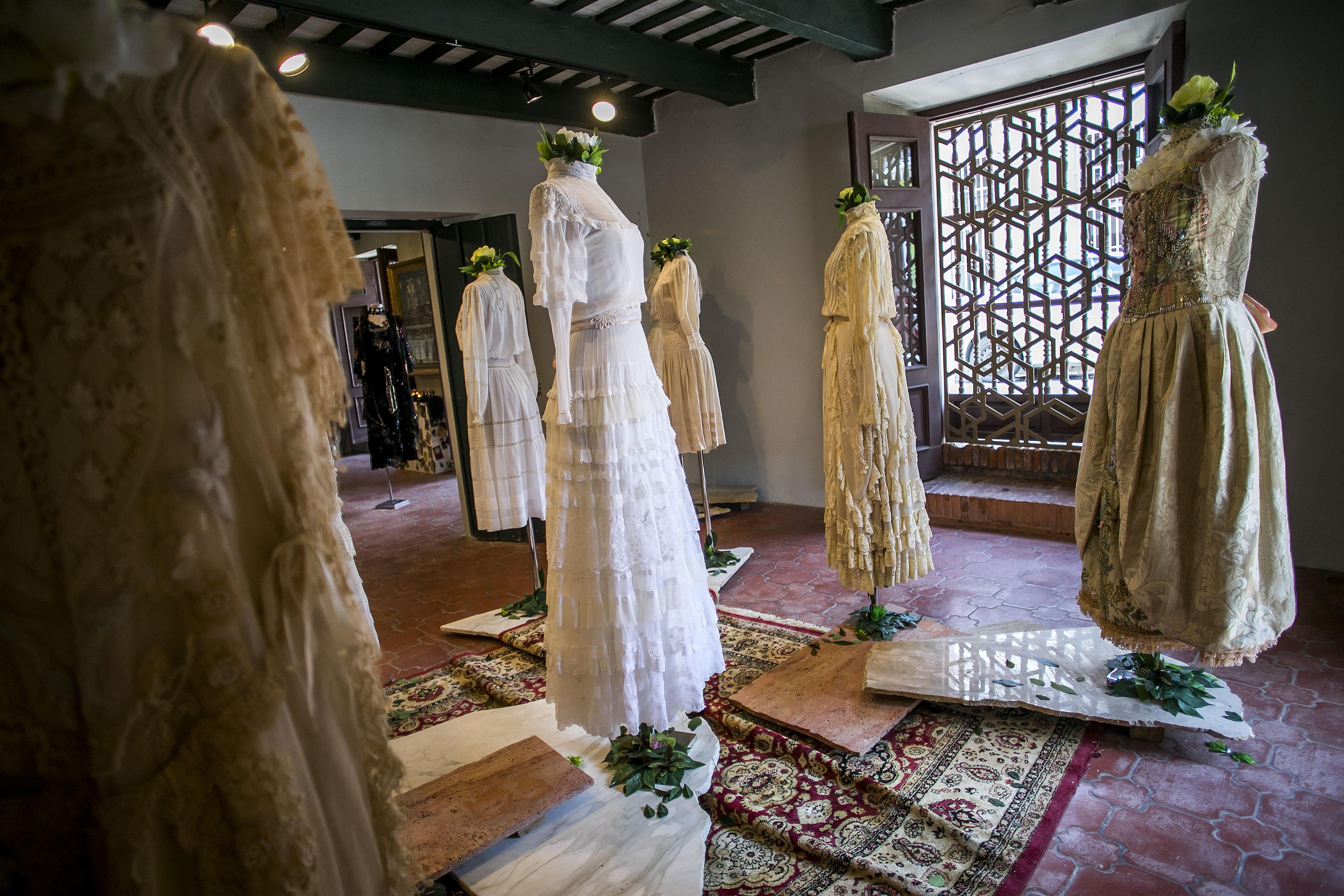 En uno de los salones hay doce vestidos de boda que utilizaron algunas personalidades, modelos y socialités puertorriqueñas, incluyendo a Cappalli. (Foto: Xavier García)