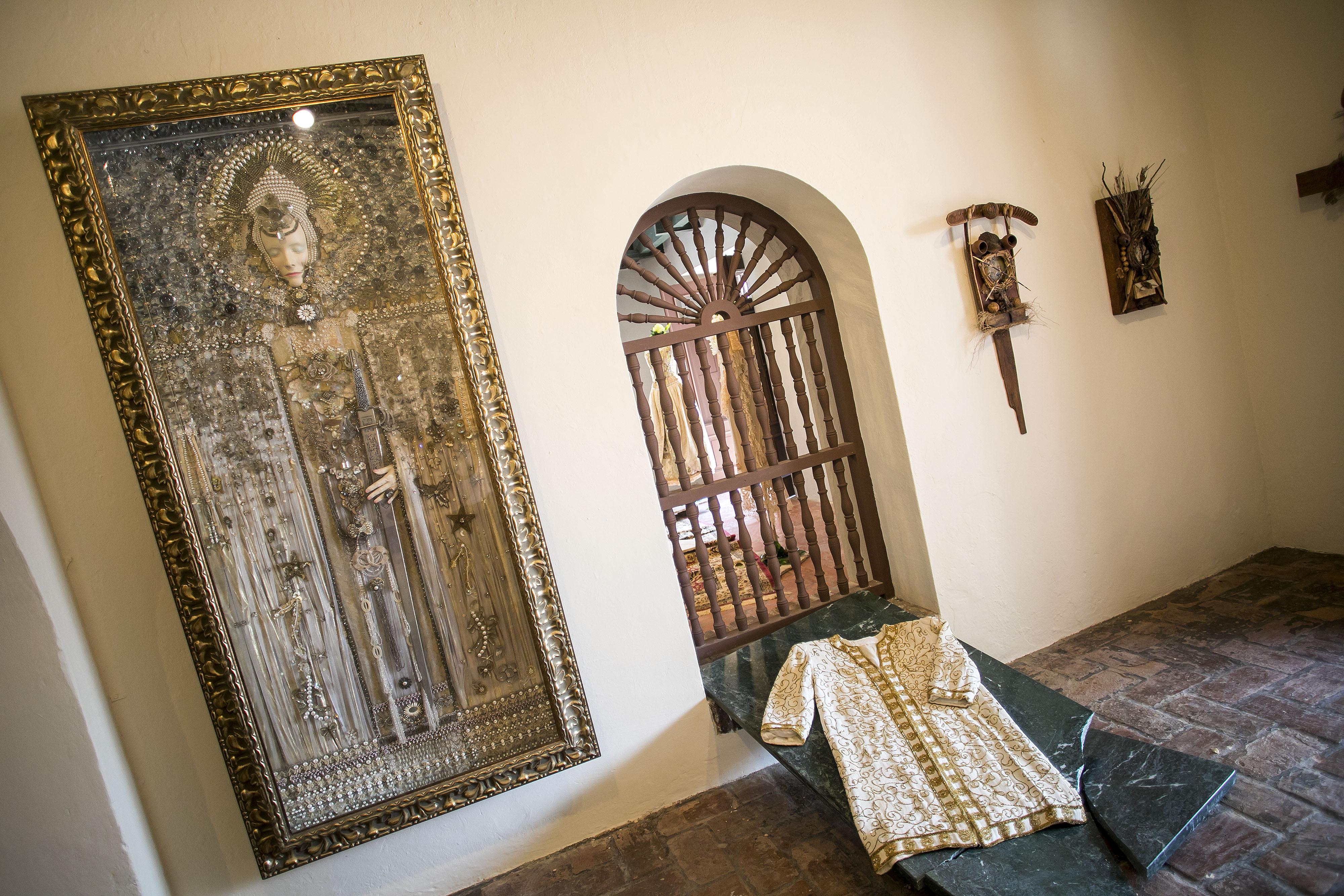 La exhibición que permanecerá por los próximos meses en La Casa de los Contrafuertes, en la Calle San Sebastián del Viejo San Juan. (Foto: Xavier García)
