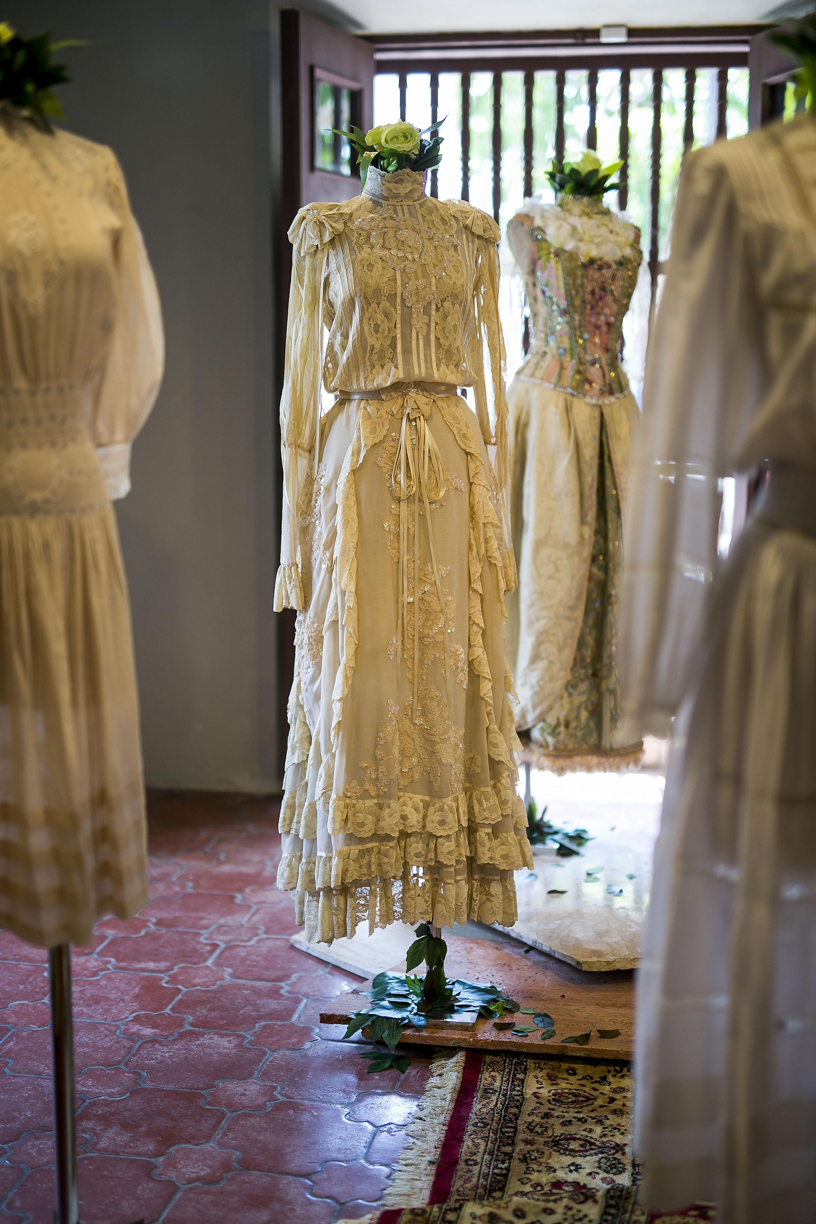 Cuando se trataba de hacer trajes de novia, Arango sabía como plasmar el romanticismo y la femineidad que sus clientas buscaban. (Foto: Xavier García)