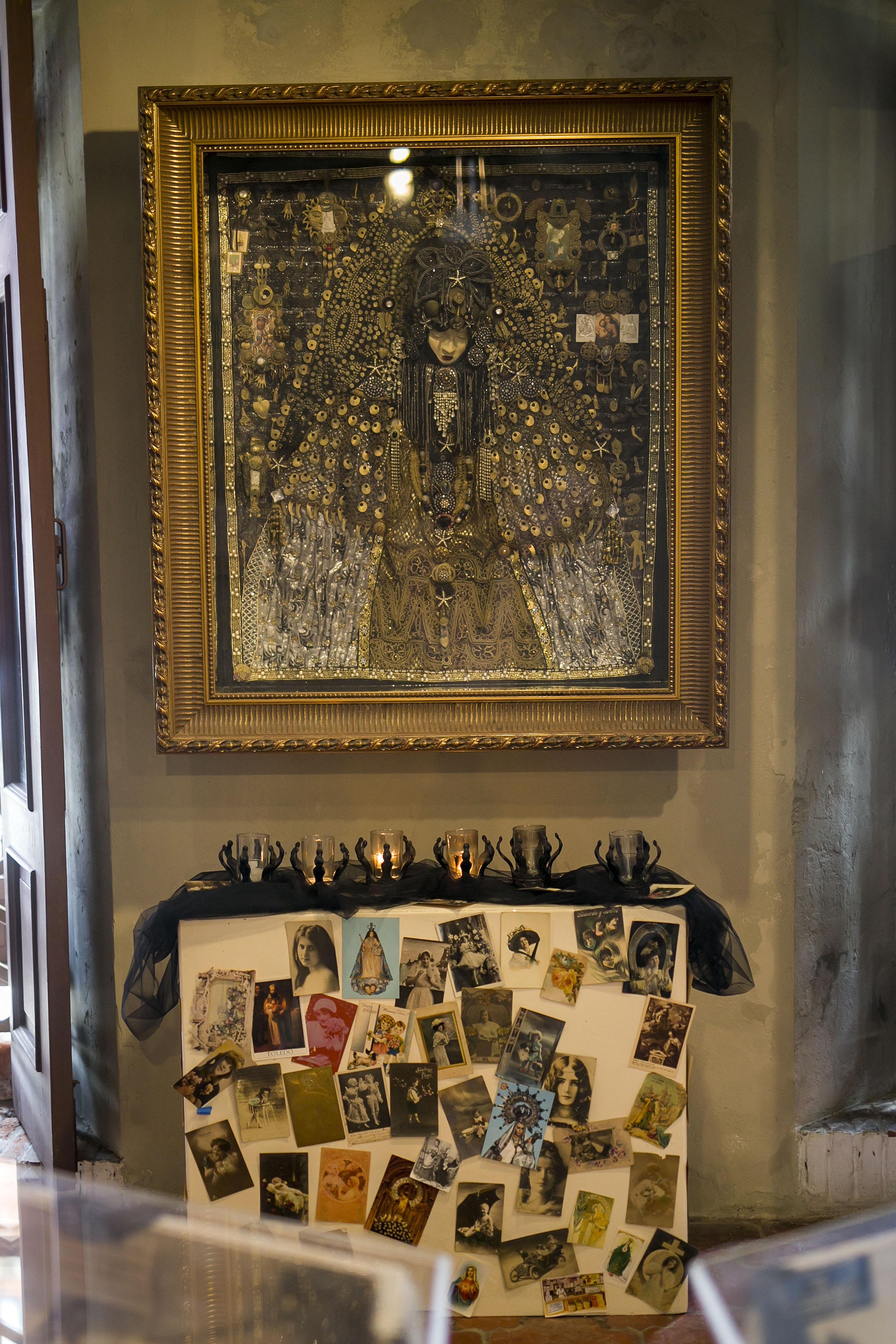 Hay varios nichos con elementos religiosos. (Foto: Xavier García)