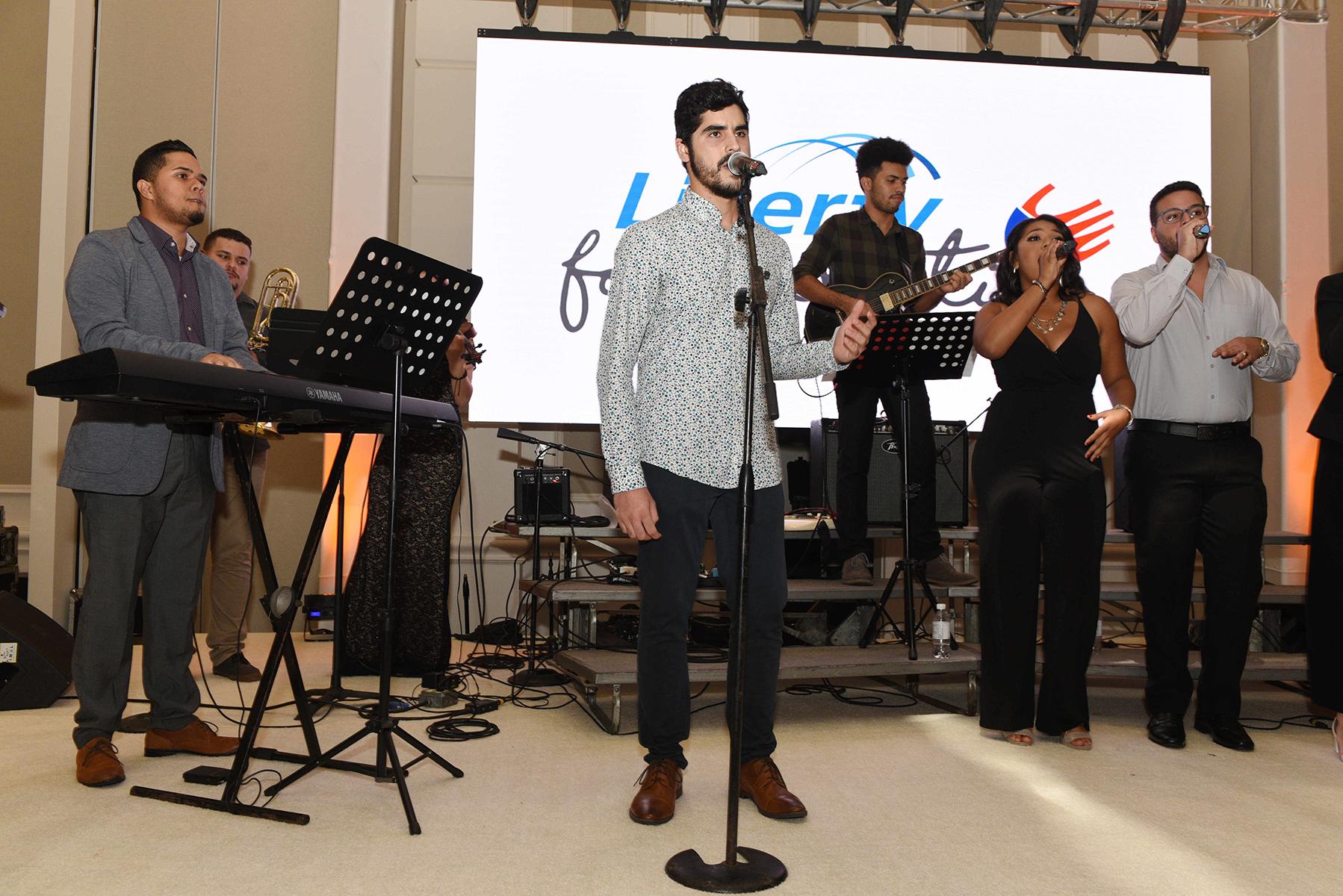 Los estudiantes de música del programa Berklee in Puerto Rico de Make Music Happen cerraron la noche con jazz latino, folclore latinoamericano, canciones típicas de Puerto Rico e interpretaciones de los años '80. (Fotos: Ingrid Torres)