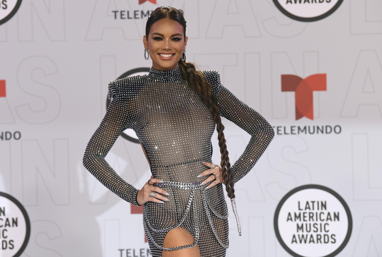 La modelo y presentadora, Zuleyka Rivera, llevó un traje de red metálico que resaltó su trabajada figura. (AP)
