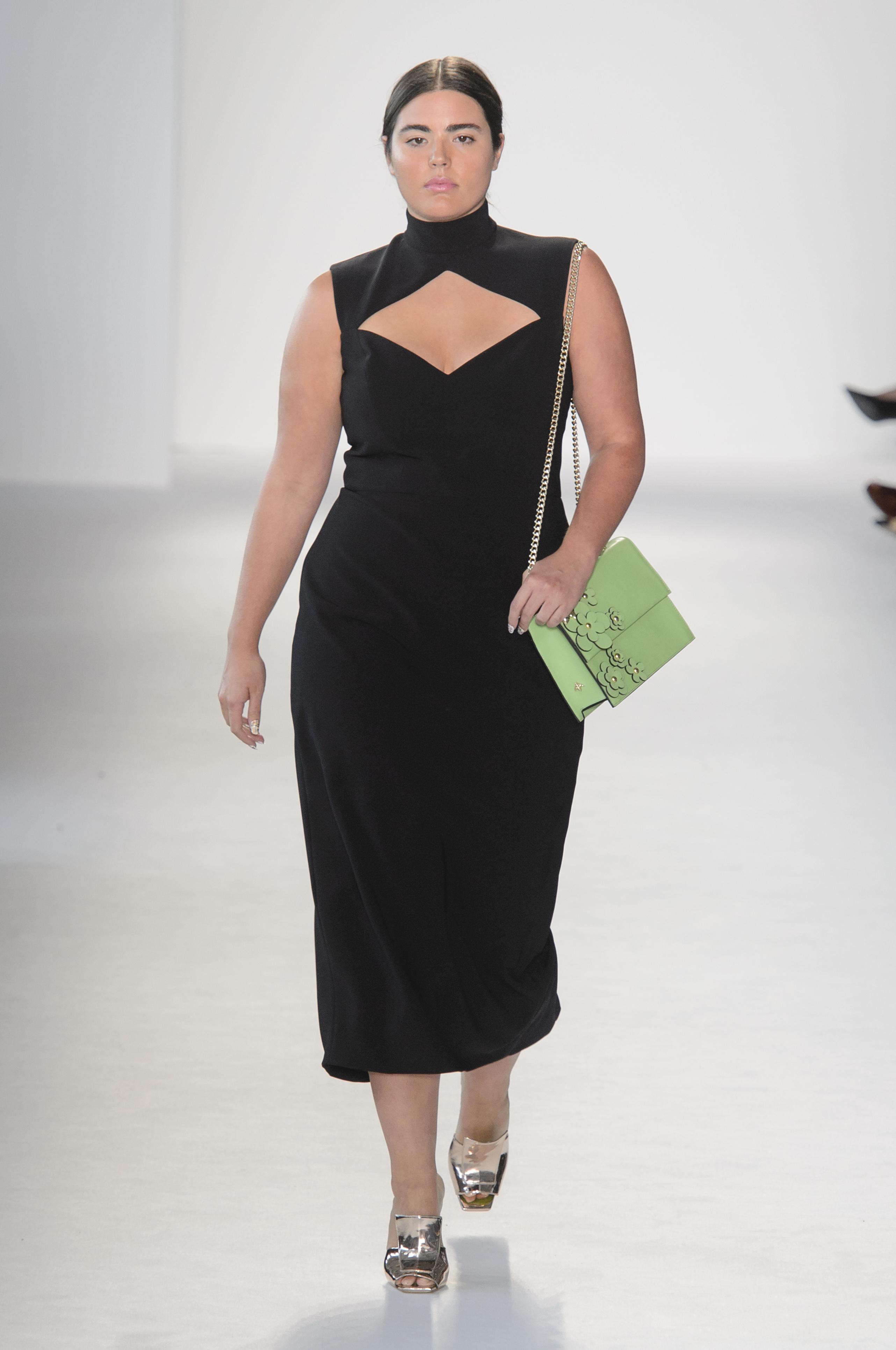 La modelo plus Alessandra Garcia en Christian Siriano. (WGSN)