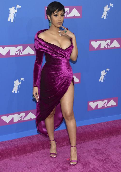 La cantante Cardi B en su primera alfombra roja luego de dar a luz. (AP)