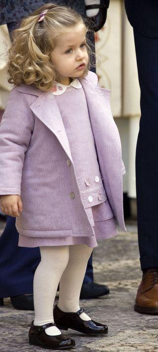 En marzo de 2008, Leonor junto a su madre a su llegada a la Catedral de Mallorca, donde se ofició la tradicional misa de Pascua. (EFE)