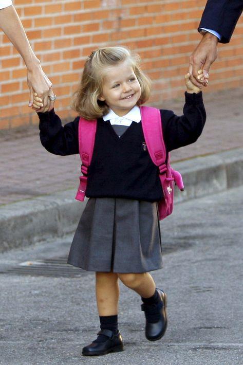 En septiembre de 2008 durante su primer día de clase en el Colegio Santa María de los Rosales, situado en el municipio madrileño de Aravaca, el mismo al que acudió su padre. (EFE)