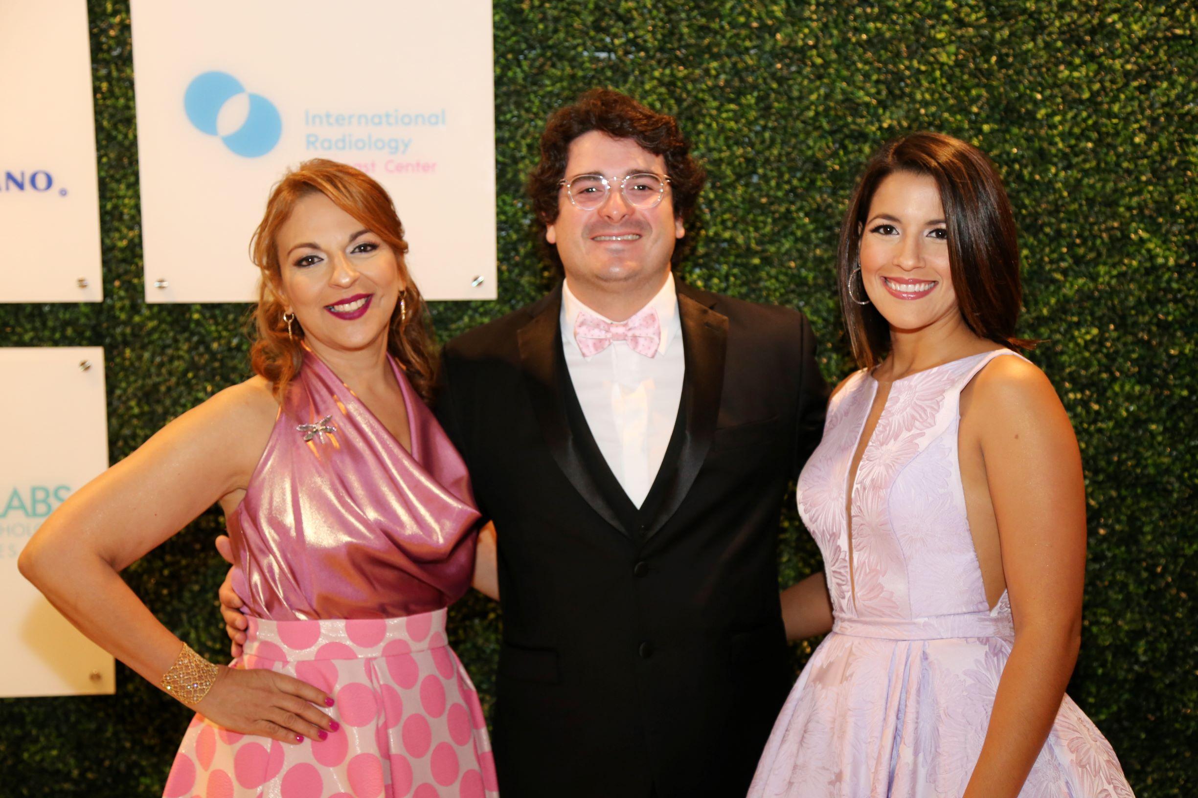 Aimee Santiago, Carlos Carro y Paola González (Nichole Saldarriaga)