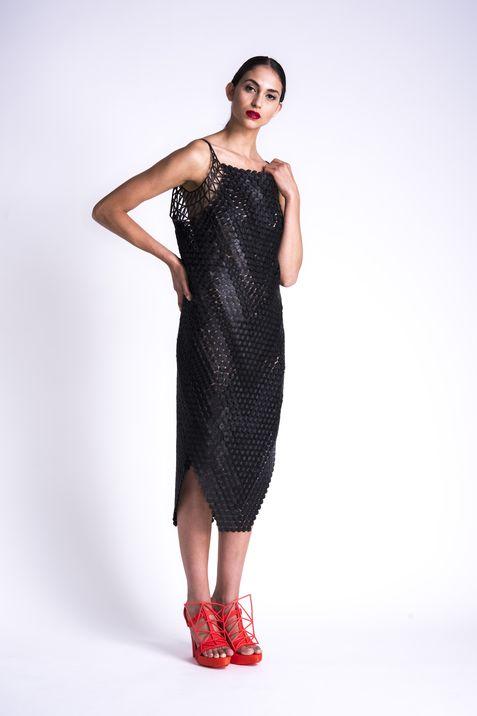 Vestido en filaflex de la colección de Peleg.