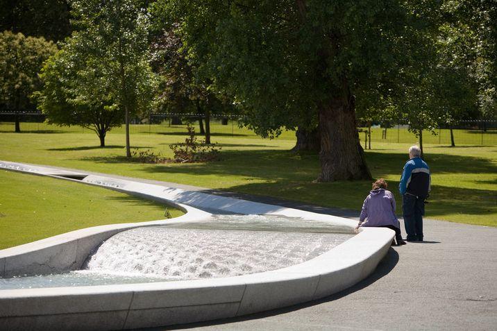 Imagen de la fuente en memoria de la princesa Diana en Hyde Park.