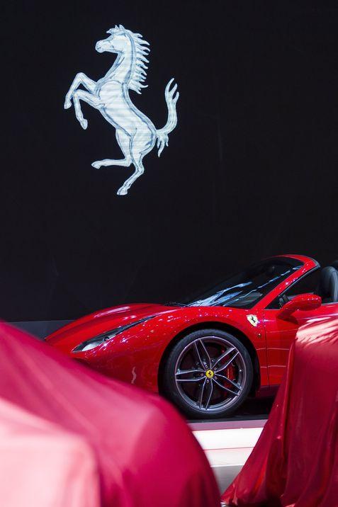 Vista del nuevo Ferrari 812 presentado en el Salón del Automóvil de Ginebra (Suiza) el pasado 7 de marzo de 2017. (EFE/Cyril Zingaro)