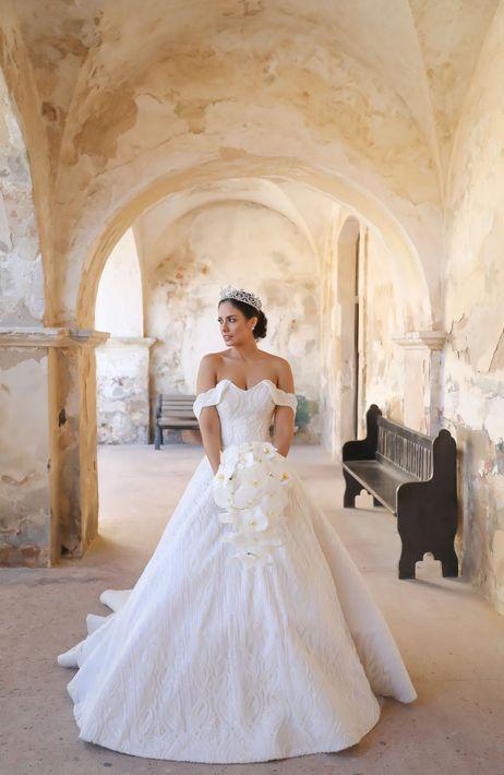 El vestido de la novia, fue un diseño de Ecliptica Atelier, con joyas de Letrán Joyeros. Fotografia: Keren Photography