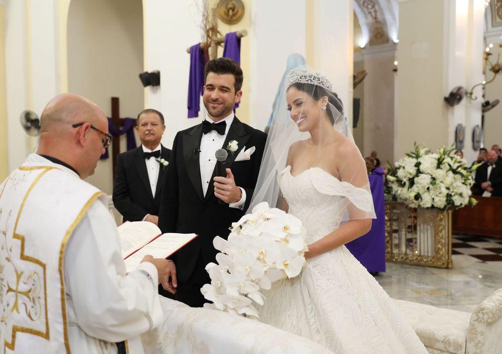 La ceremonia se celebró en la Catedral de San Juan. El arreglo personal de la novia fue de Gerald Santiago. Fotografia: Keren Photography