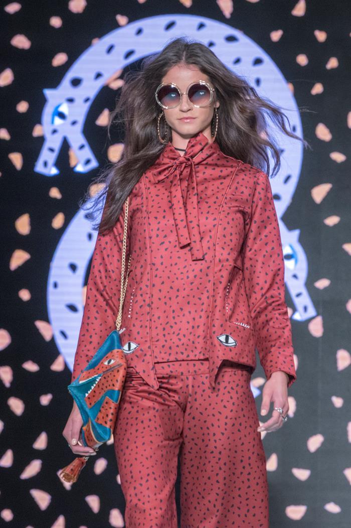 """Una modelo desfila durante la presentación de la colección """"El Jaguar y la luna"""" de Shantall Lacayo en la Semana de laModaen Miami 2017. Foto EFE/Giorgio Viera."""