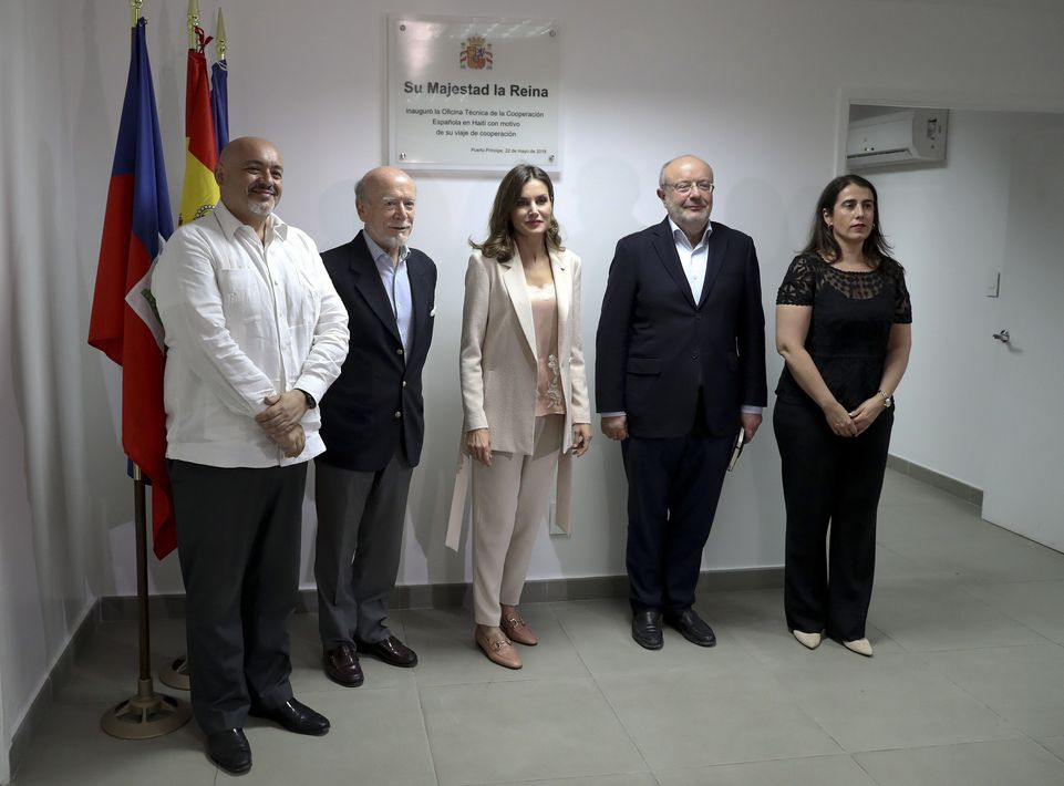 La reina Letizia inaugura la oficina de cooperación técnica de España en Haití. (EFE)