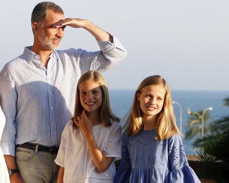 El rey Felipe, la infanta Sofía y la princesa Leonor. (Foto: EFE)