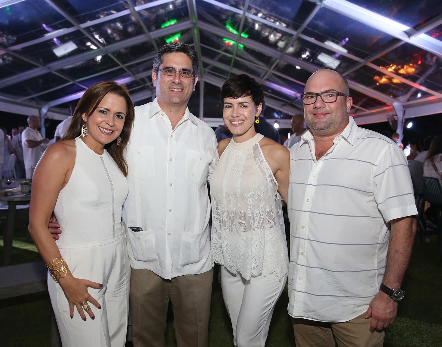 Bonnie Bandas, Antonio Fernós, Melanie y José Aponte. (José R. Pérez Centeno)