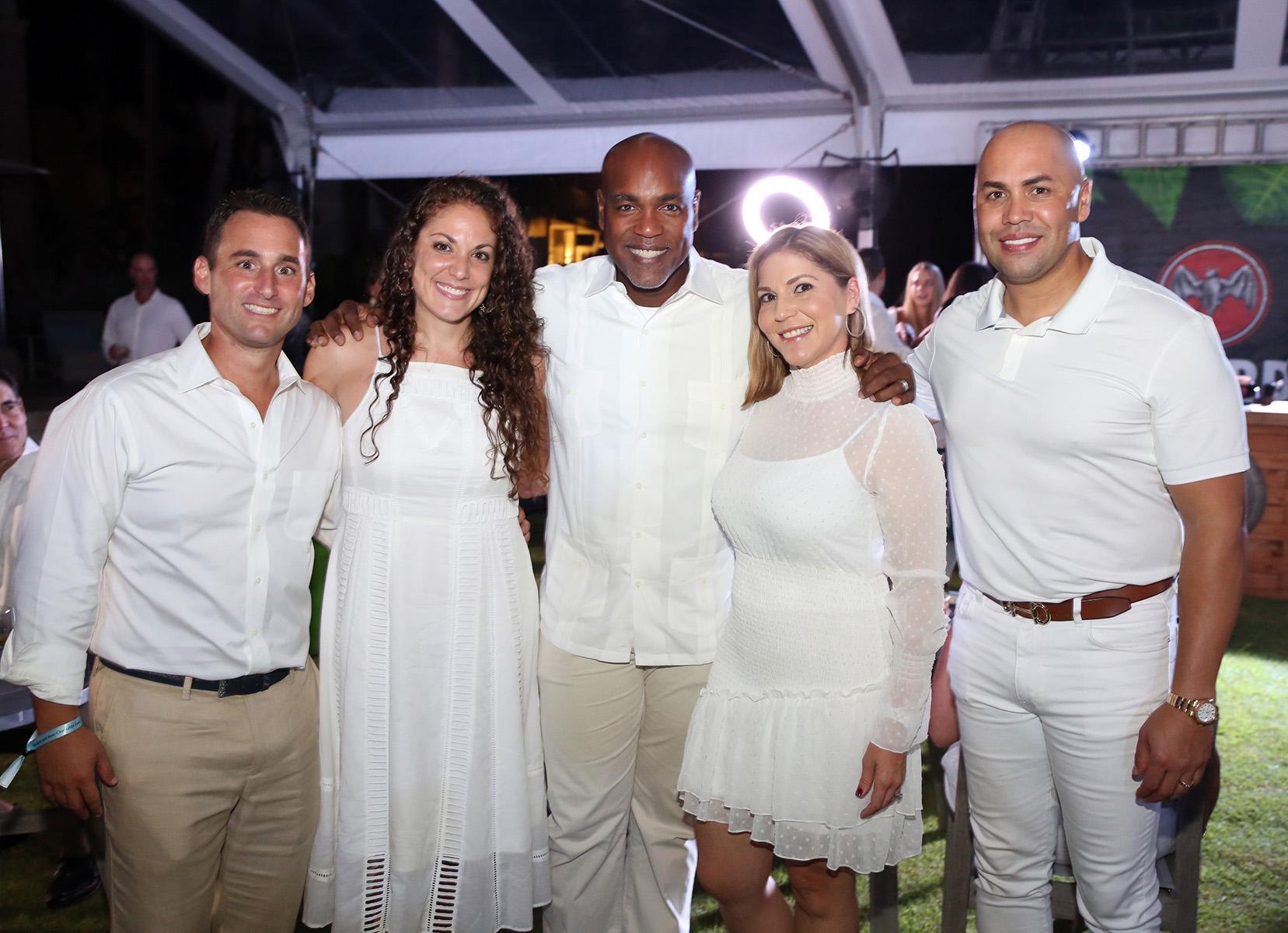 Mike y Vicky Basile,  Carlos Delgado, Betzaida García y Carlos Beltrán. (José R. Pérez Centeno)