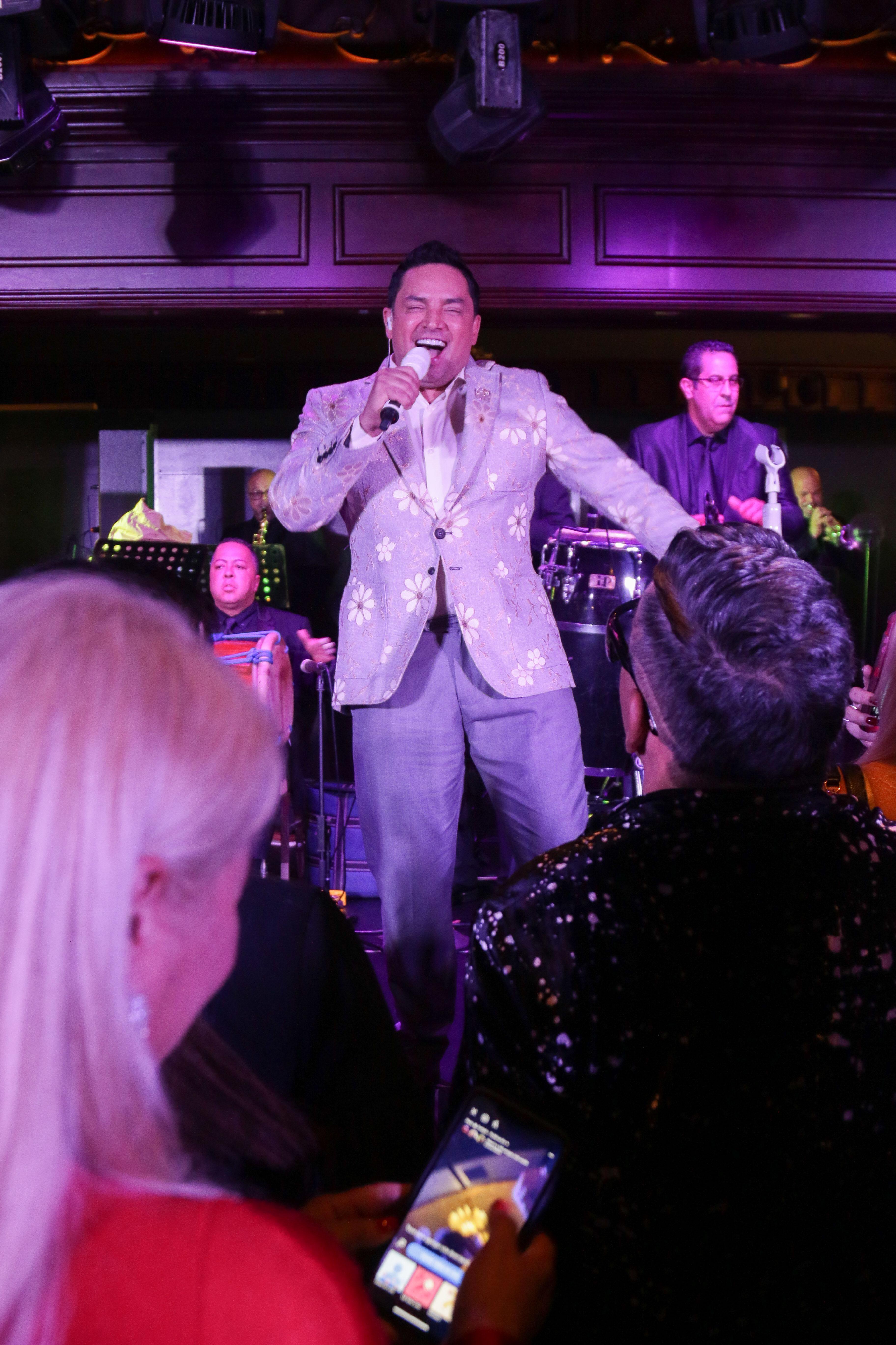 Los invitados le dieron la bienvenida al 2020 al ritmo de la música de Manny Manuel. (Suministrada)