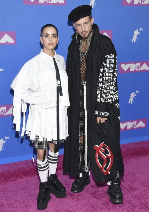 El actor Nico Tortorella y Bethany C. Meyers. (AP)