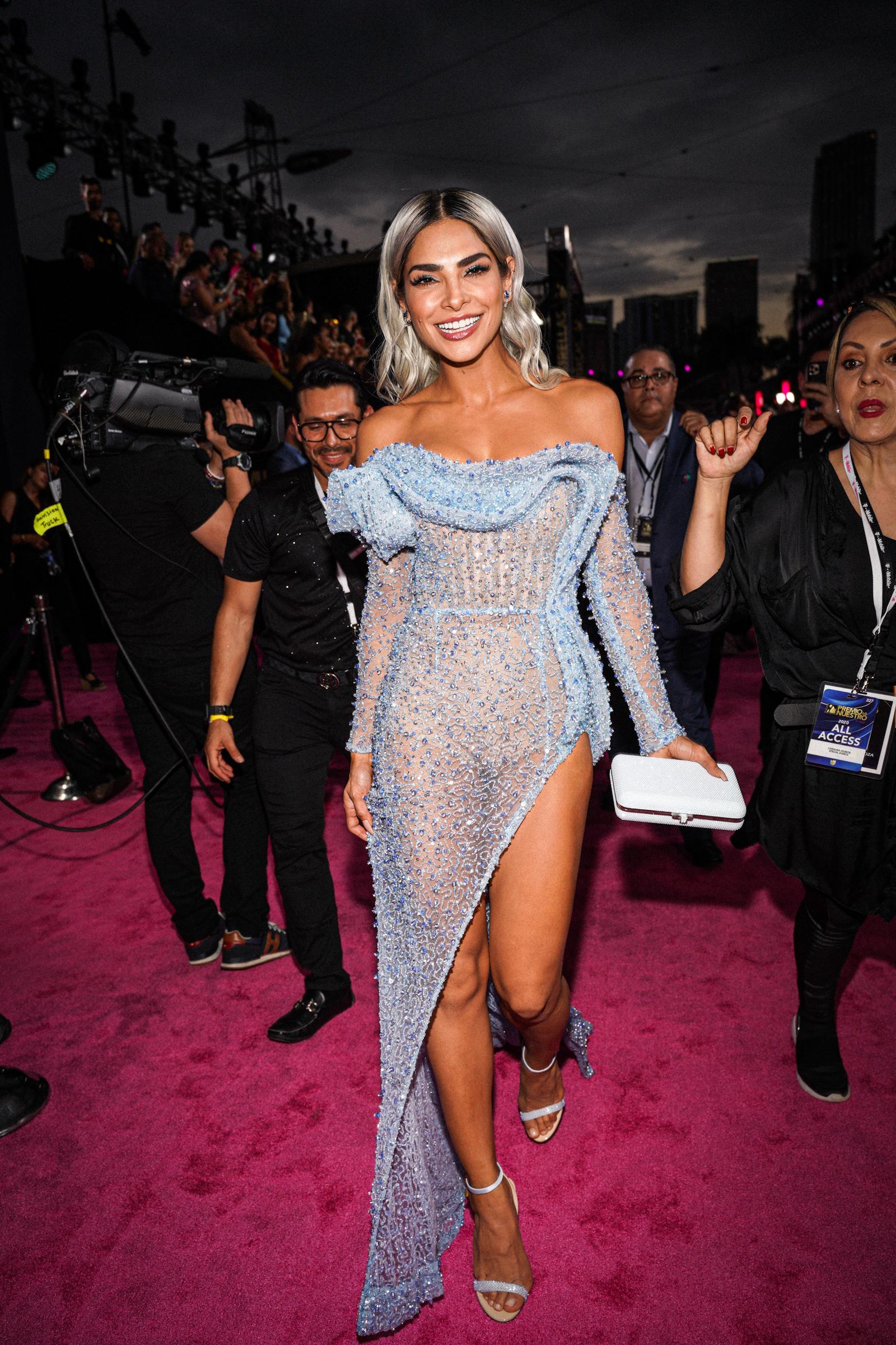 Alejandra Espinoza seleccionó un modelo azul claro de Albina Dyla. (Suministradas)