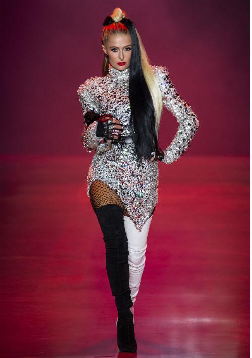 La socialité Paris Hilton desfiló como Cruella de Vil. (WGSN)
