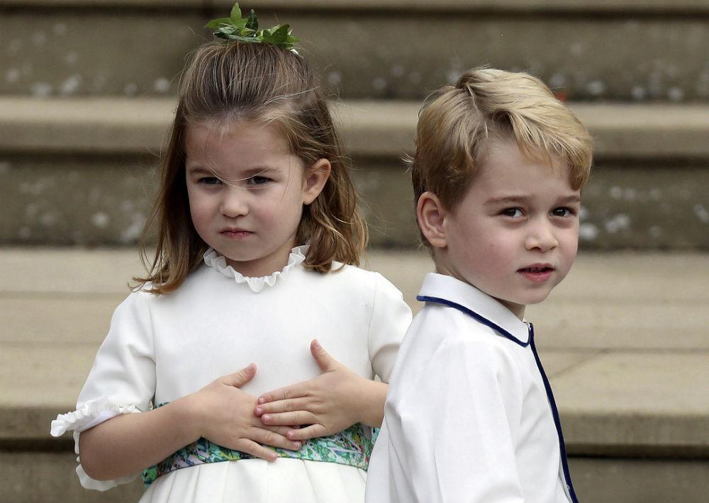 El hijo de cinco años de William y Kate, el príncipe George, fue paje, y su hija, la princesa Charlotte de tres años, era una de las seis damas de honor. (AP)