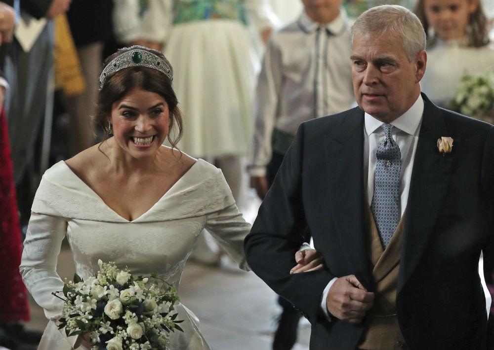 La princesa y su padre, el príncipe Andrew. (AP)