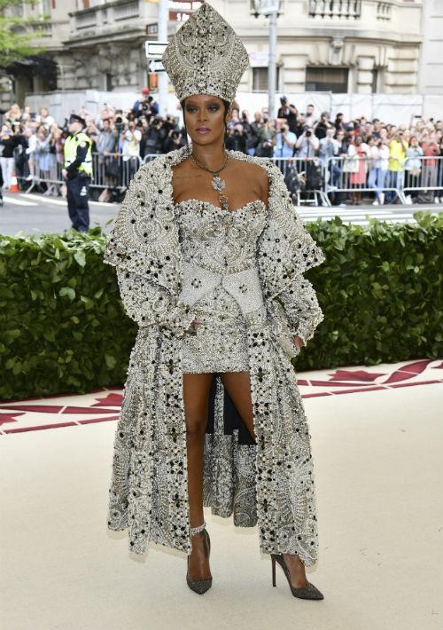 La cantante y co-anfitriona de la gala Rihanna (AP)