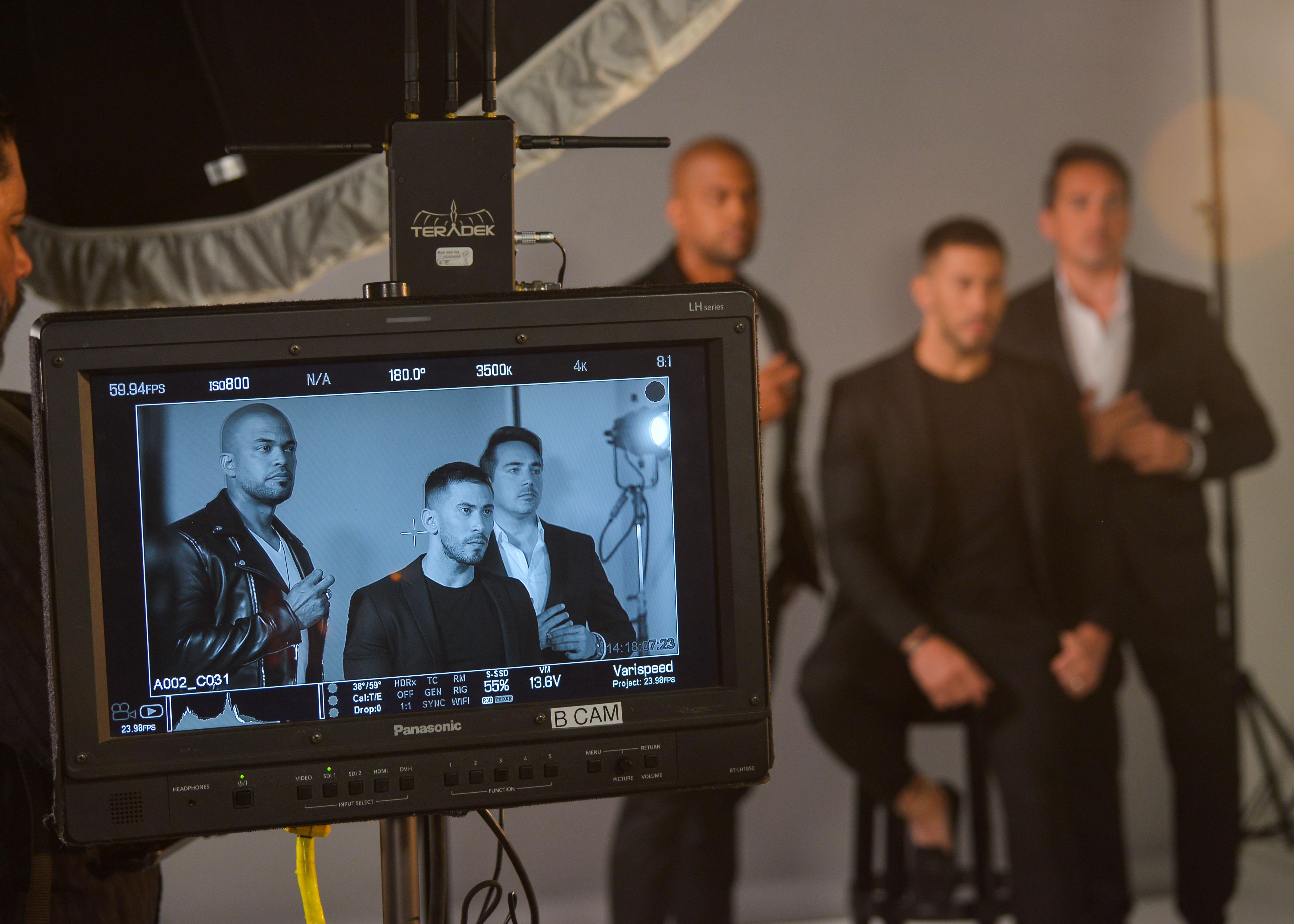 Las escenas de la campaña, filmadas en blanco y negro con modernas técnicas, muestran a los embajadores puertorriqueños en sus facetas de padres o hijo. (Enid M. Salgado Mercado)