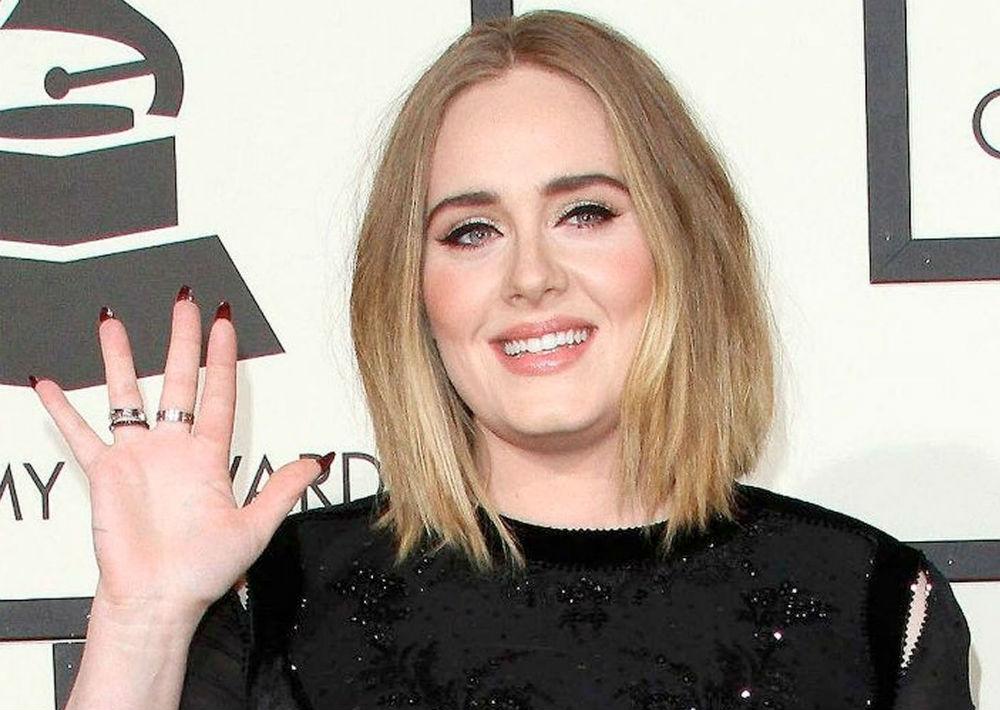 Rostro redondo - Kelly Clarkson, Mila Kunis. Emma Stone y Adele son algunas de las celebridades con este tipo de rostro que es fácil de identificar pues muestra las mejillas tan amplias como la mandíbula y la frente. Este tipo de rostro luce bien con cortes caigan más debajo de la barbilla para alargar el rostro y evitar enfatizar más la forma redonda. Evita los estilos con capas a la altura de las mejillas y los cortes que terminen justo en la barbilla. (Foto: Archivo)