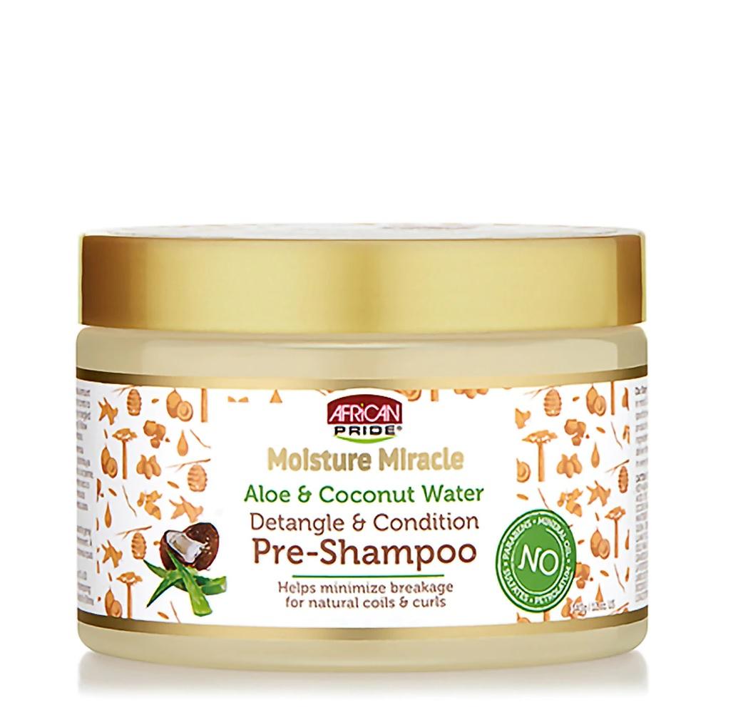 """African Pride Moisture Miracle Aloe & Coconut Water Pre-Shampoo - Un tratamiento para aplicarse antes del lavado, pues humecta, desenreda y prepara la hebra para la limpieza. Aplícalo en cabello seco y déjalo por 15 a 30 minutos antes de enjuagarlo. Cuenta con buenos """"reviews"""" en Amazon. (Suministrada)"""